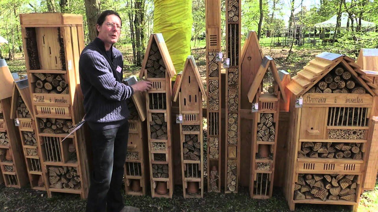 l 39 h tel insectes pour l 39 accueil des auxiliaires du jardinier youtube. Black Bedroom Furniture Sets. Home Design Ideas