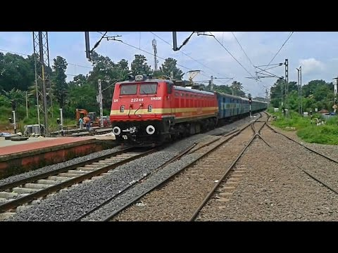 Eye-catching Even WAP4 Mumbai Express arrives Tiruvalla