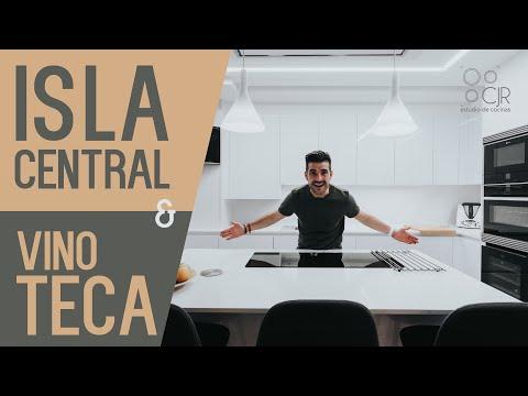 Cocina con ISLA central y desayunador Cocinas Santos CJR