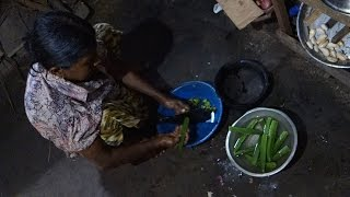 How To Make An Okra Curry / Authentic Recipe From Sri Lankan Village / Bandakka Ladies Fingers Curry