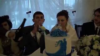 Українське весілля гарна весільна забава в весільному залі гості забавляються по повні