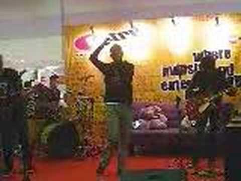 KASIH JANGAN KAU PERGI BY BUNGA band