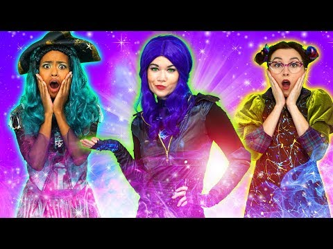 DESCENDANTS 3 MAL AND UMA VS EVIE AND BEN WILL AUDREY TURN GOOD? Totally TV