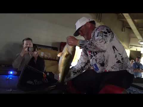 WOW! 29 LB bag for Hank Cherry @ the 2020 Bassmaster classic on day 1