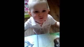 видео Что делает ребенок в 1 год и 3 месяца