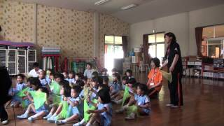 芽生え幼稚園リトミック教室、2015年6月1日 すみれ組さん(年中児...