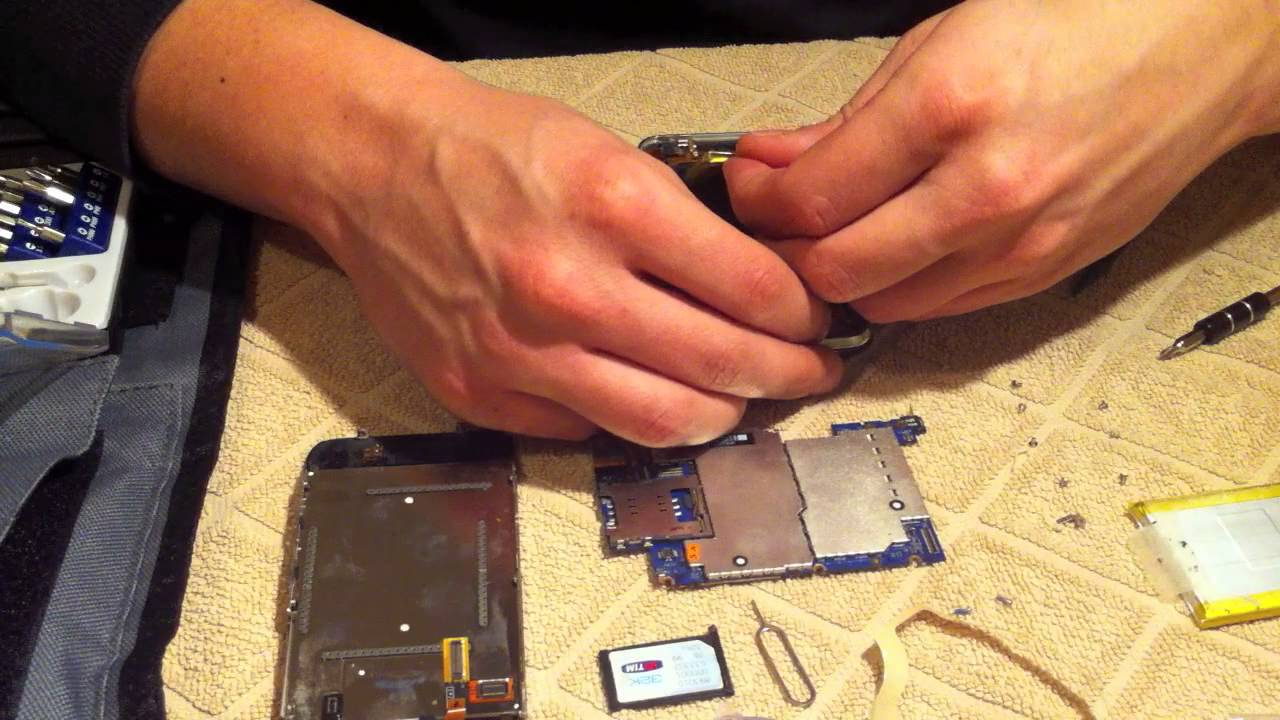 MacLife.gr - Replace iPhone's 3Gs battery (greek) - YouTube on