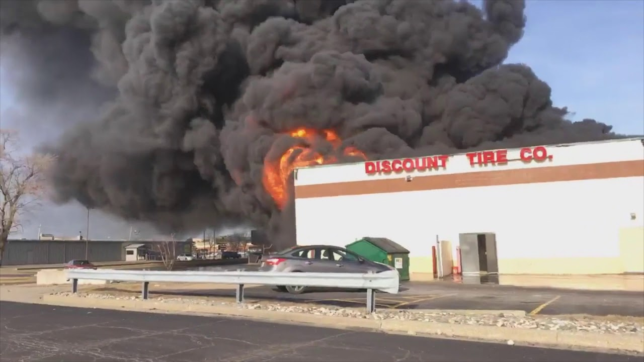Discount Tire Store Hours >> Flames Engulf Discount Tire Store In Flint Youtube