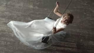 Свадебное платье с кружевным кроп топом и воздушной юбкой голубого цвета