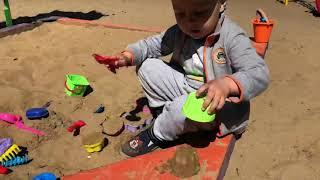 Маленький строитель Назар