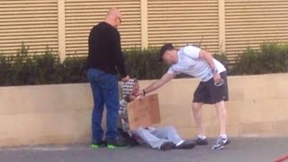 האם תעזרו להומלס או לחזק ממנו? help homeless or strong than him