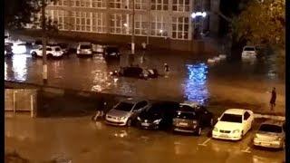 В Новороссийске работают сирены: улицы и машины уходят под воду