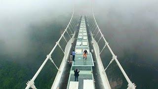 Jembatan kaca tertinggi di dunia 'digodam'