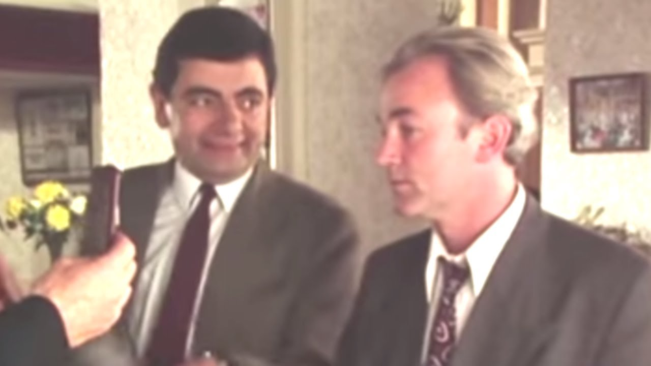 Mr bean checking in mr bean official youtube mr bean checking in mr bean official solutioingenieria Image collections