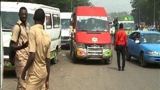 Transport à Abidjan: L'indiscipline des mini-cars ''Gbakas'' dans la circulation