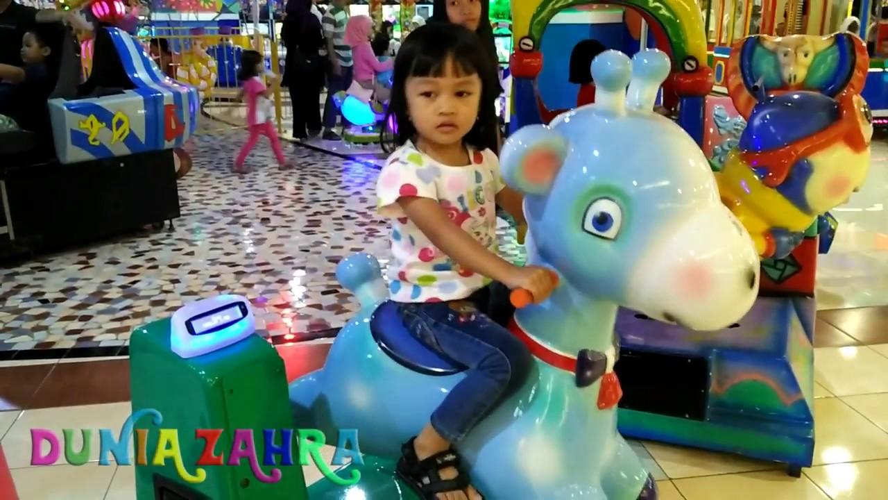 Mainan Anak Zahra Naik Rusa Di Amazon Bassura City Mall Youtube