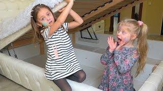 Дети играют в ПРЯТКИ в доме Hide and seek Макияж аквагрим для детей