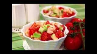 Рецепт дня: Салат с авокадо, креветками и черри