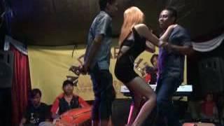 Video Yang Hoby Dangdut Panggung Wajib Nonton download MP3, 3GP, MP4, WEBM, AVI, FLV Desember 2017