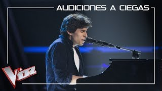 Andrés Iwasaki canta