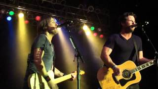 Keith Urban and David Nail sing Brand New Man