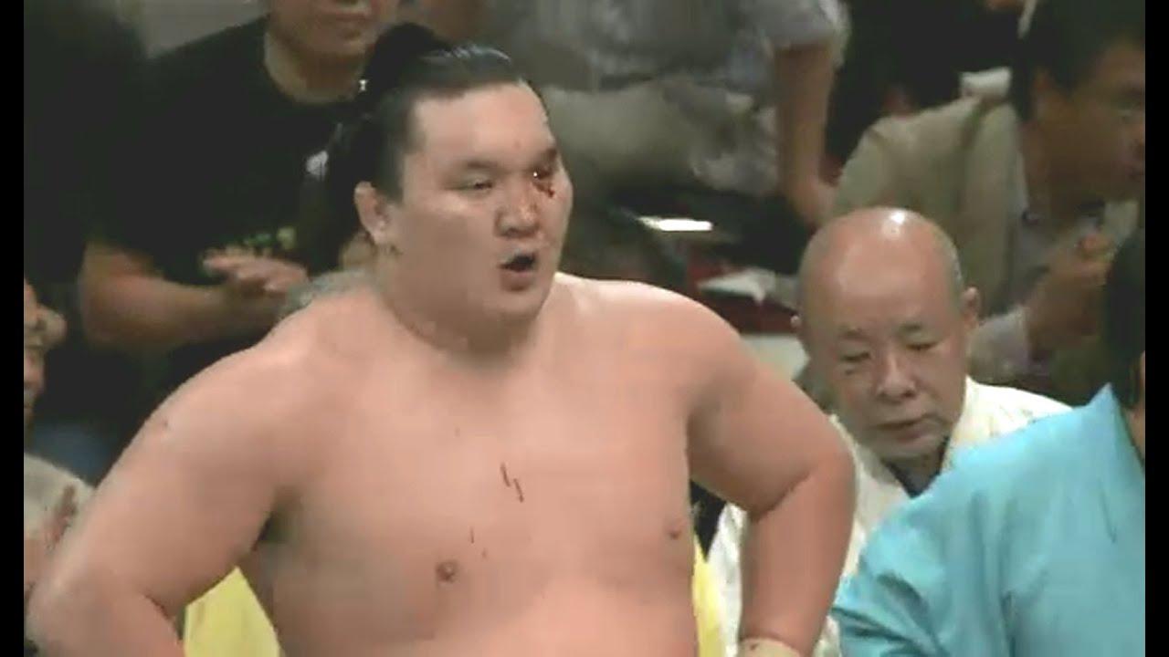 შეხვედრა, სადაც დასისხლიანებულმა ჰაკუჰომ იაპონელთა საყვარელი სუმოისტი დაამარცხა (ვიდეო)