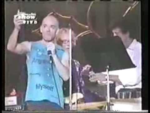 R.E.M.    Pop Song 89   (Rock in Rio- Brasil 2001)