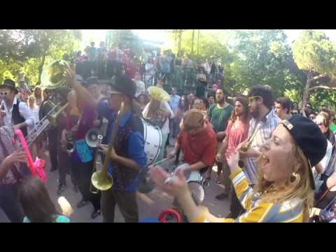 Kumpania Algazarra [a1675493] A Festa Continua
