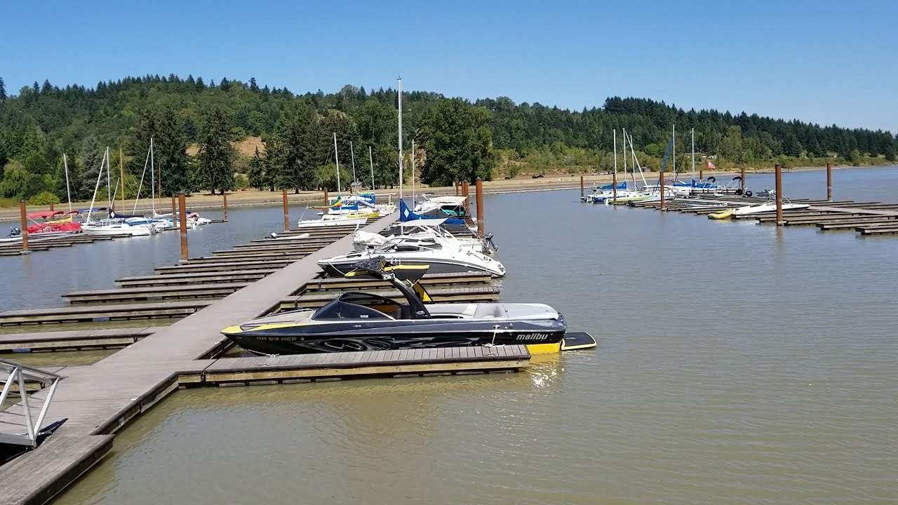 Download Back at Fern Ridge Dam a couple of days later and a lot of the boats have left (OFL 1277)