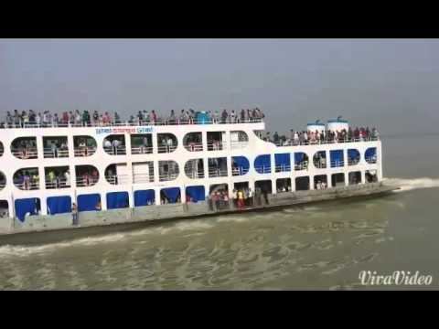 Bangladeshi high speedy launch/ferry travel at Eid