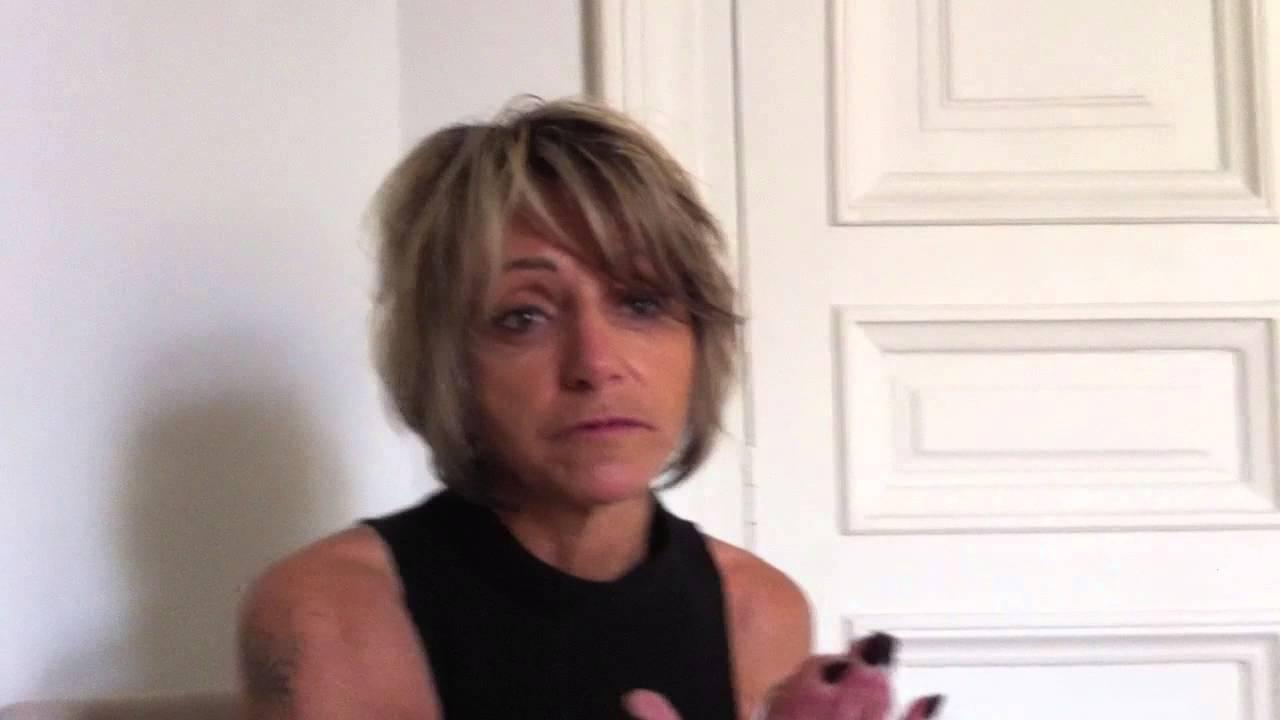Miky: J'ai 53ans et je pose nue. - YouTube