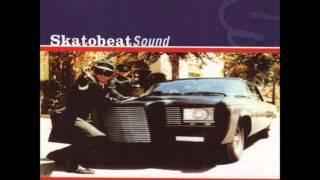 Skatobeat - El Mundo Gira (Y Un Tonto Lo Mira)