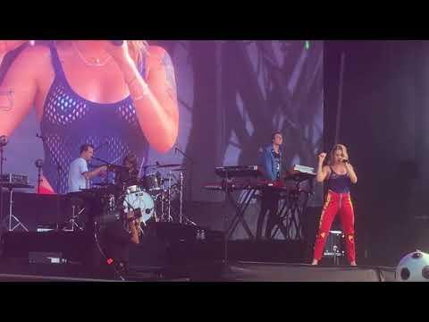 Tove Lo at Lollapalooza 2017