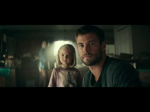 12 STRONG - Chris Hemsworth BTS :60 (Now Playing)