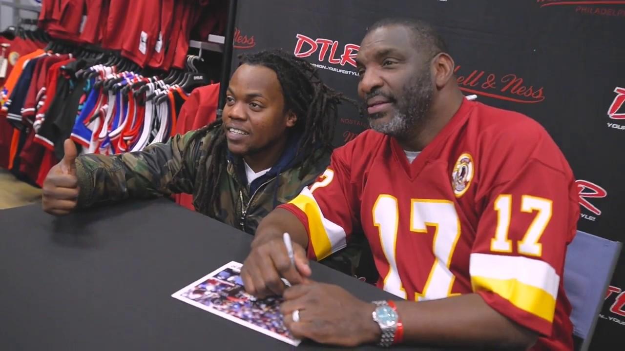 half off 64e23 a9411 DTLR | Former Redskins Super Bowl MVP QB Doug Williams visits fans at  Annapolis Mall