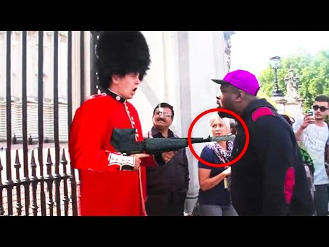 Download 20 FUNNIEST ROYAL GUARD MOMENTS CAUGHT ON CAMERA