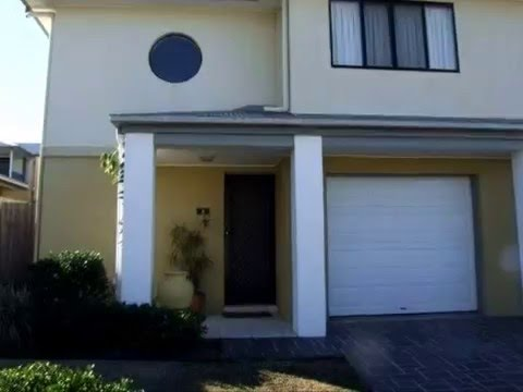 Air-conditioned 3 brm multi-level townhouse with courtyard and swimming pool in complex.