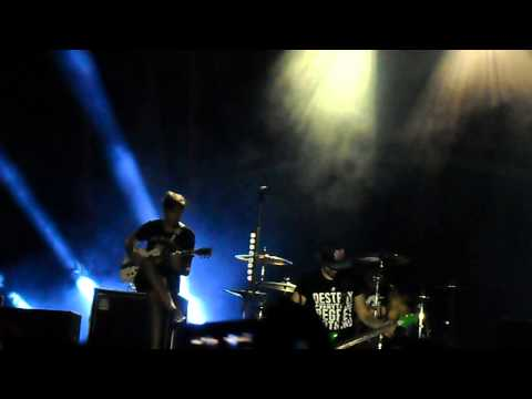 All Time Low - Chit - Chat + Therapy ( Live, Jakarta 2013 )