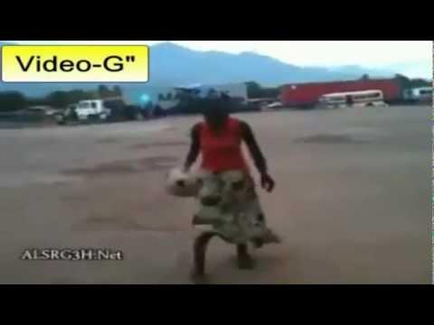 Donna africana è un fenomeno del pallone