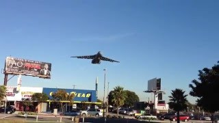 USAF C-5 Galaxy landing at LAX