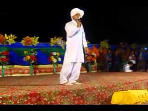 Umer Ali UOG performing At University Of Gujrat At annual dinner ambri , Anwar Masood Ambri