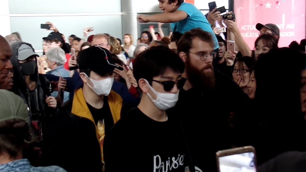 got7 arriving at paris airport in a crowd of crazy fans 9th june 2018 youtube. Black Bedroom Furniture Sets. Home Design Ideas