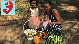 Собираем урожай ФРУКТОВ и ОВОЩЕЙ в парке.Silicone Baby doll Learn names of fruits and vegetables.