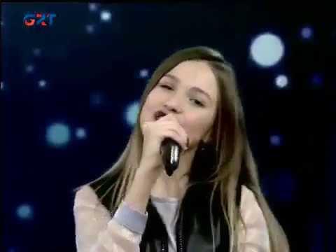 Anna  Dragu  \
