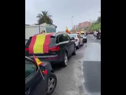 Manifestación en coche de Vox en Cantabria para pedir la dimisión del Gobierno
