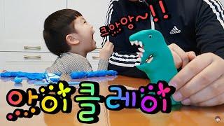 아빠랑 지환이랑 재미있는 컬러 점토 놀이했어요 I played fun color clay with Dad and Jihwan.