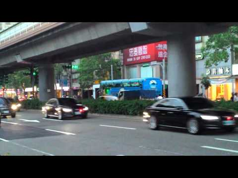 台北市巧遇高官車隊 Government Official's Motorcade In Taipei
