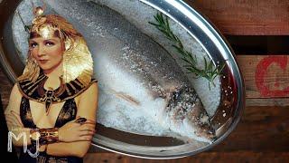 ASÍ COMÍA CLEOPATRA | Lubina a la sal y el hummus original