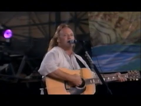 Crosby, Stills & Nash Love The One You're With