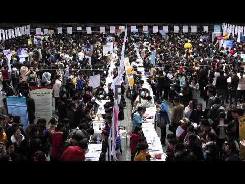 Many Chinese graduating students look for jobs at a speci...